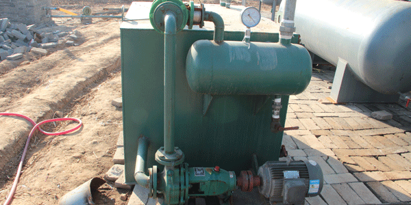 Vaccuum system of pyrolysis machine