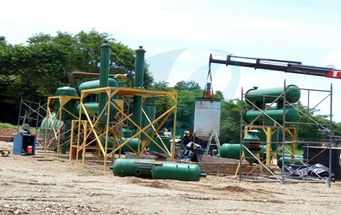 Doing engineer successful installation pyrolysis plant and used  oil recycling machine in Columbia