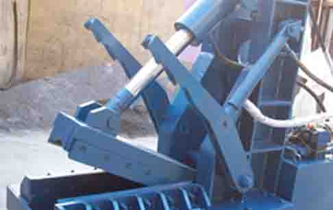What is the differences between hydraulic cutting machine and circle cutting machine?