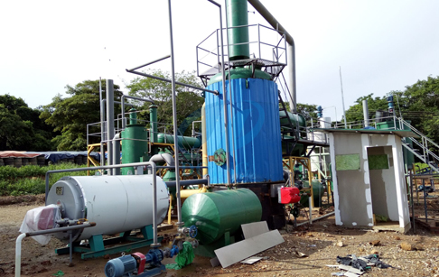 How does oil distillation plant work?
