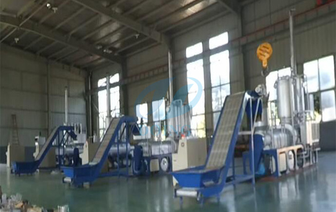 Continuous process pyrolysis of plastic /tire to diesel plant runing video
