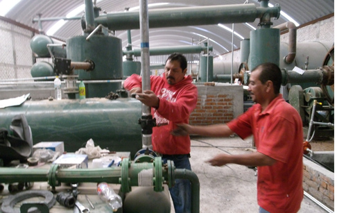 The video about the running platstic to oil machine in mexico