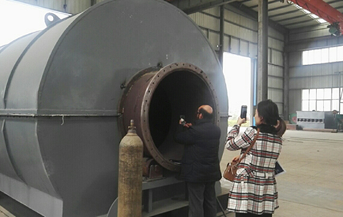 UAE customers came to inspect tyre to diesel plants
