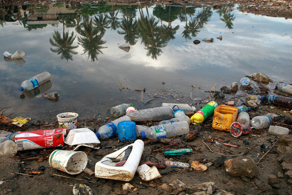 waste plastic  harm to environment